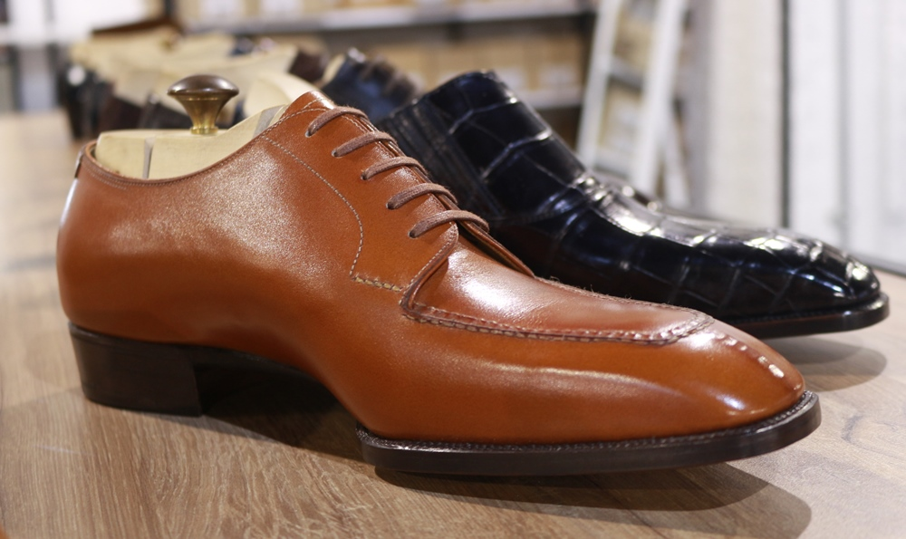 Lovely oxford with contrasting sole and two material uppers