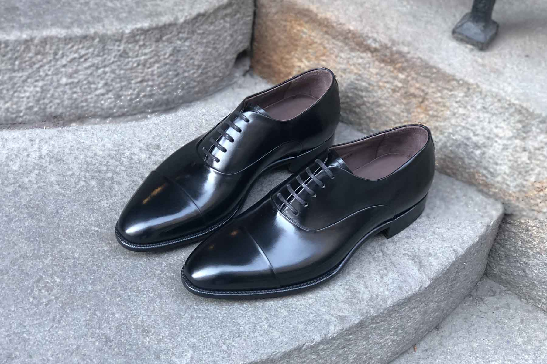 Carlos Santos 9899 Handgrade Oxford in Black Calf for The Noble Shoe Overview Sideways