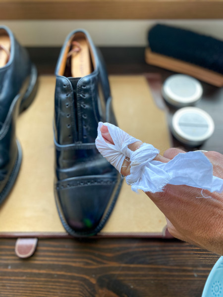 how to polish shoes - mirror shine guide 5