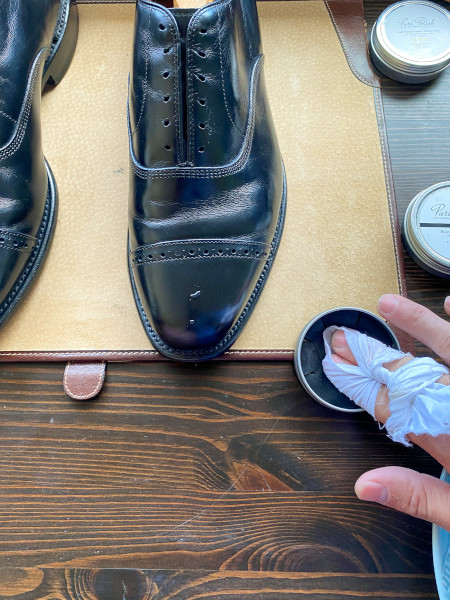 how to polish shoes - mirror shine guide 7